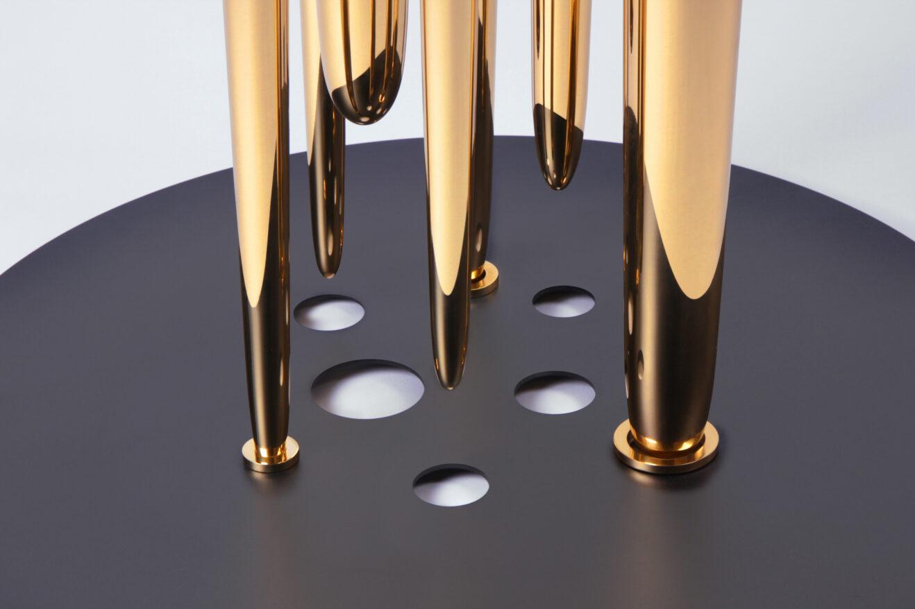 Table Glory Holes par Richard Yasmine 1